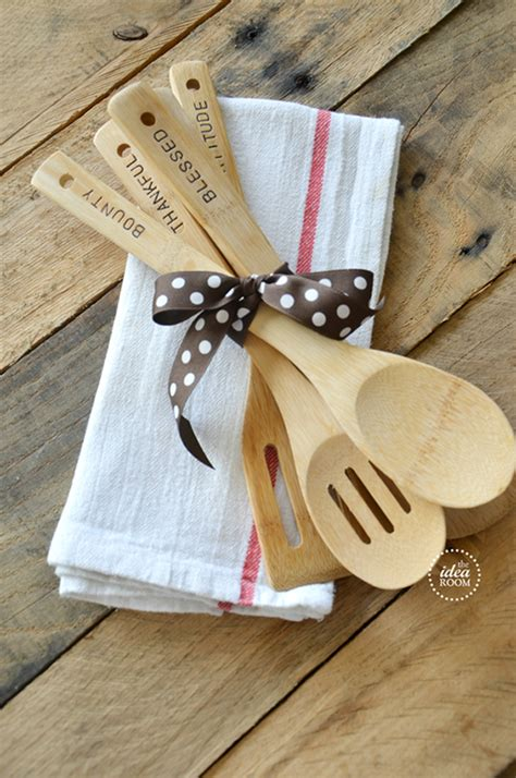 Simple Handmade Gift Ideas - 25 easy gifts you can make in 15