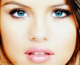 selena gomez eye color bbcnn news selena gomez blue eyeshadow vogue cover