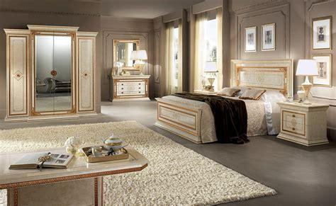 armadi classici di lusso armadio io e funzionale 4 ante con cornici dorate