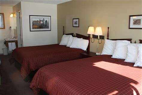 aspen core cozy and comfortable queen single and couch aspen village inn waterton lakes national park hotel