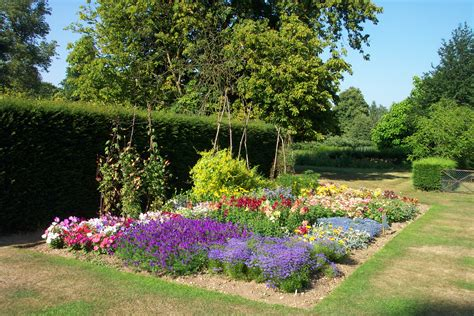 File:Harris Garden Flower Bed   Wikimedia Commons