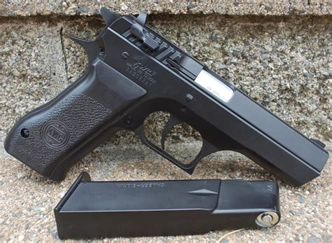 Airsoft Gun Jericho 941 kwc model 941 jericho co2 airsoft pistol table top review replica airguns