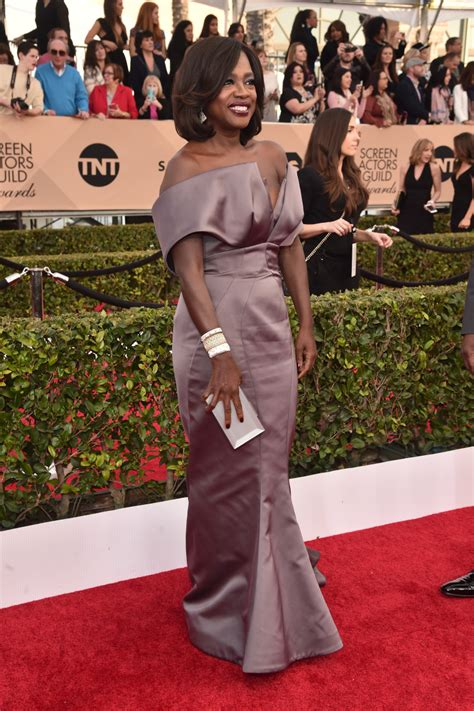 photos stars shine on sag awards red carpet usa today red carpet statement earrings shine at the sag awards