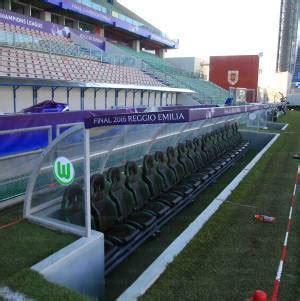 panchina di calcio porte da calcio panche allenatori reti da calcio