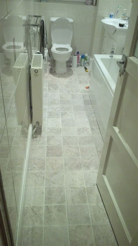 Fitting Lino In A Bathroom by Lay Lino Flooring In Bathroom And Kitchen Flooring