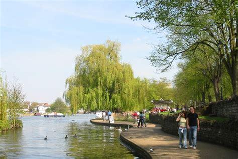 thames river boat trips marlow windsor thames river front alexander gardens