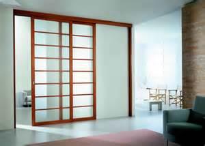 porte coulissante en bois le guide de la porte coulissante et du dressing