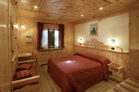 stile arredo noceto camere da letto in pino massiccio design casa creativa e