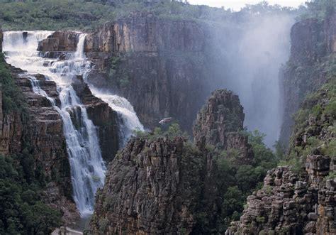 in australia christmas falls in which seasen ayers rock darwin kakadu and sydney bu g31s