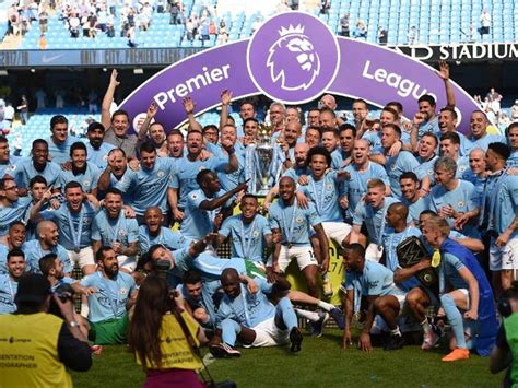 epl man city manchester city lift premier league trophy as huddersfield