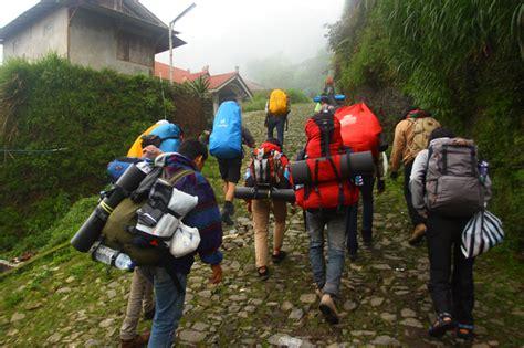 my trip pendaki di ketinggian 3142 mdpl merbabu menunggu rahmatia