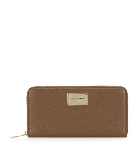 Michael Kors Travel Wallet 7 lyst michael michael kors jet set zip around travel wallet in metallic