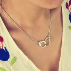 new fashion jewelry handcuffs choker pendant necklace