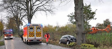 Auto Ummelden Köln by St J 252 Rgen Pkw Kracht Gegen Baum Zwei Verletzte Ln