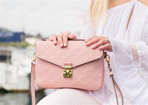 Tas Louis Vuitton Pochette Metis Wb goed nieuws de louis vuitton pochette metis is nu beschikbaar in drie nieuwe kleuren