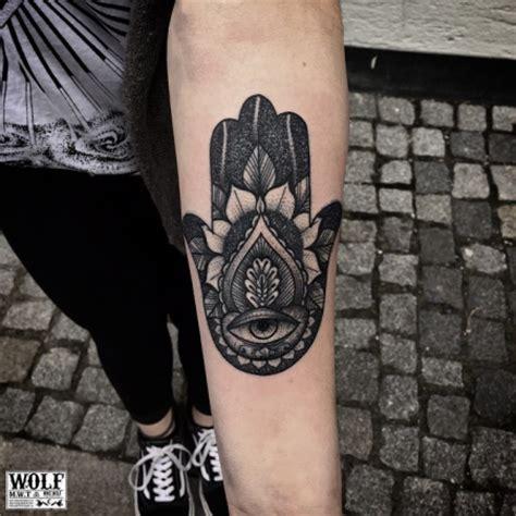 tattoo hand von fatima mikewolftattoo hand of fatima tattoos von tattoo