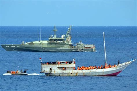 types of boats australia asylum seeker boat at christmas island abc news