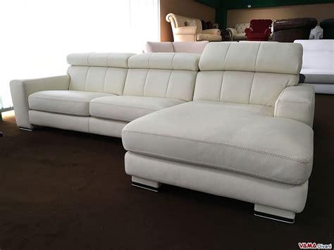 divano angolare con penisola in pelle panna avorio in offerta