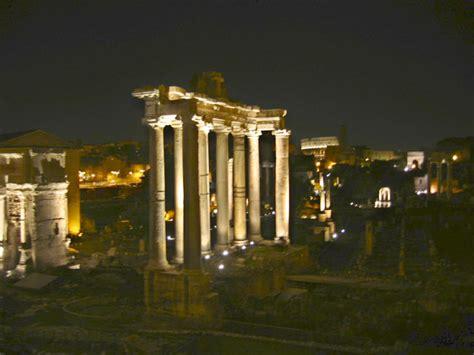 fori imperiali illuminati notte archivi guarda roma guida di roma guarda roma