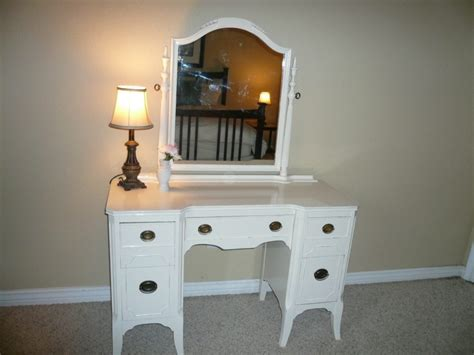Bedroom Vanity With Lighted Mirror Vanity Set With Lighted Mirror In Bedroom Doherty House