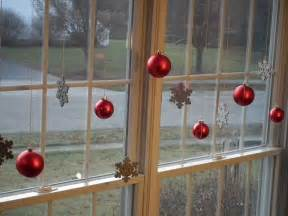 Christmas Decoration Window - 7 festive decorations to hang in your windows for the holidays