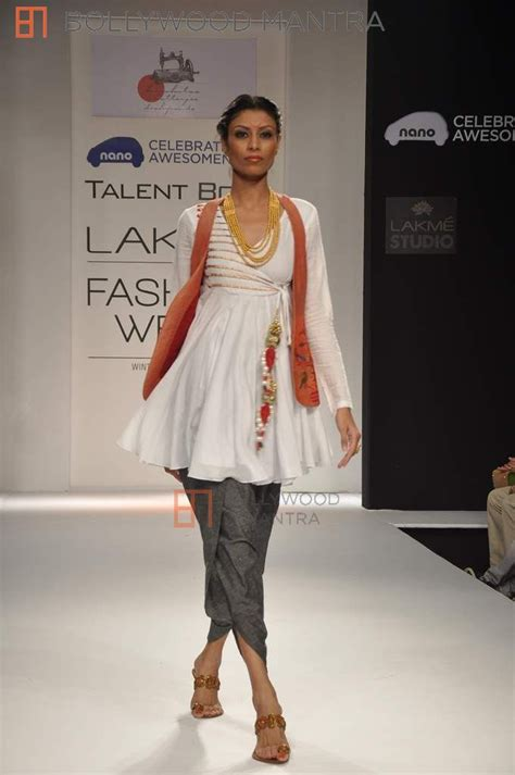 Fashion Week Day 2 by Gauhar Khan Photoshoot At Lfw 2013 Photo 570