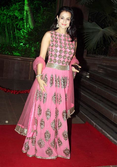 Ethnik Dress amisha patel looked beautiful in a pink ethnic dress at