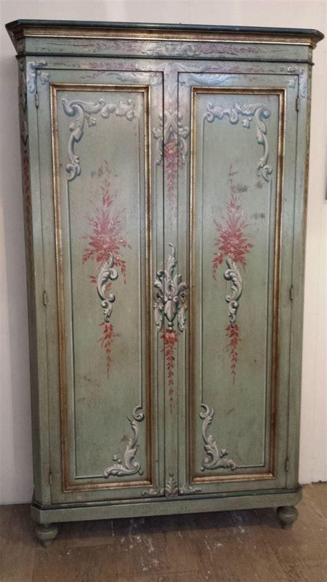 dipingere un armadio di legno armadio stipo classico in legno dipinto a mano armadi a