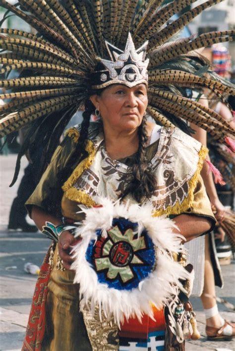 imagenes aztecas de mujeres mujer danzante azteca tradicional