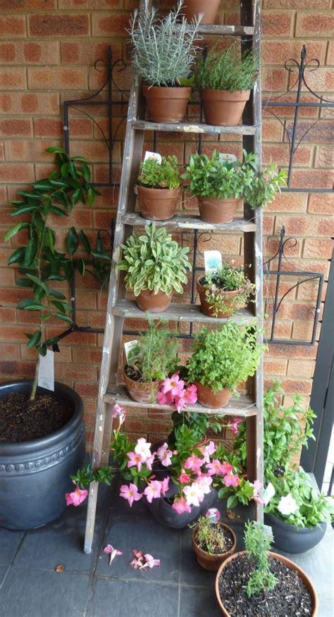 scala giardino una vecchia scala per decorare in giardino 20 idee a cui
