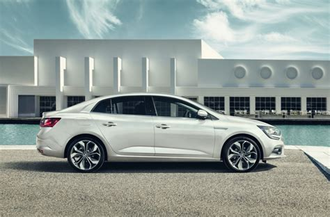 Renault Fluence Uae 2017 Renault Megane Sedan Revealed As Fluence Replacement