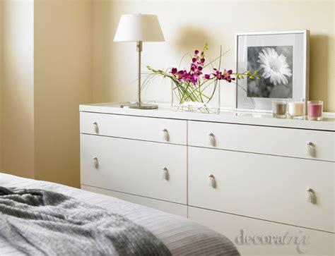 como decorar una habitacion en tonos grises dormitorio femenino en tonos grises