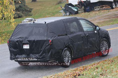acura van honda minivan spy photo