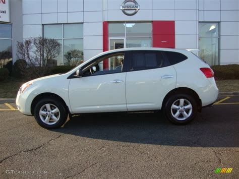 White Rogue 2010 phantom white nissan rogue s awd 360 value package