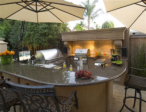 Stucco Outdoor Kitchen - outdoor firetables and firepits
