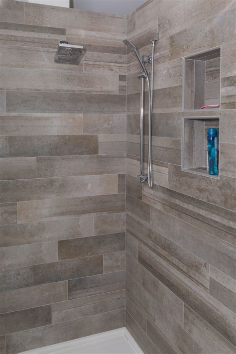 Badezimmer Fliesen Versetzt by Bathroom Shower Porcelain Metallica 6x36 Totora Offset