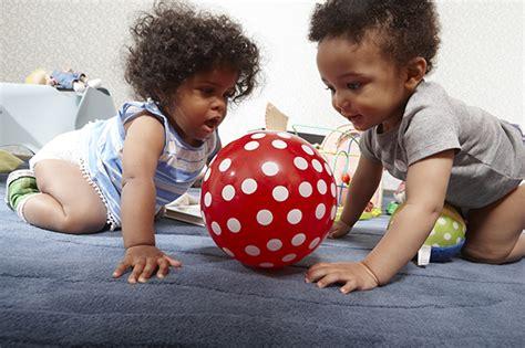 wann fangen babys an zu sprechen wann sprechen babys ihre ersten w 246 rter pers