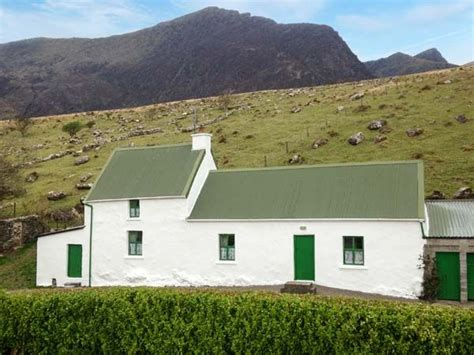 cottages dingle dingle peninsula cottage cloghane county kerry boherboy self catering cottage