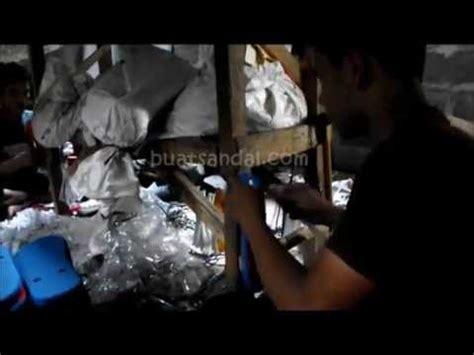 tutorial bungkus kado sandal kerajinan tangan dari plastik bekas doovi