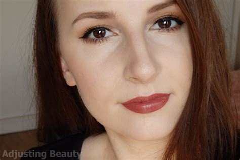 Avon Lipstick Latte adjusting