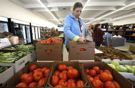 Columbus Ohio Food Pantries by Food Pantries Get More Fresh Food But Canned Goods Cost