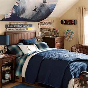 The weathered directional signs in this snowboard themed bedroom