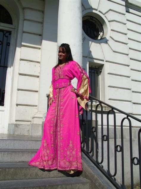 Fuschia Aisha Kaftan pin takchita en sari on