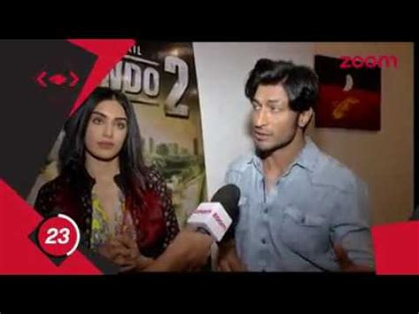 sarah jane dias beastmaster vidyut jammwal comment on tiger shrof and john abraham