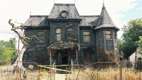houses from movies want to see the house on neibolt street from the remake of
