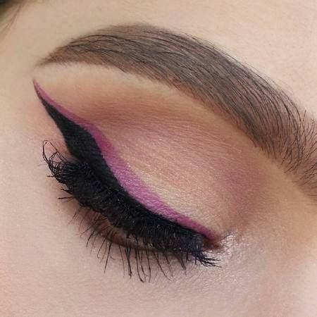 foto eyeliner anda bisa menambahkan eyeliner pink di atas eyeliner hitam paolacec