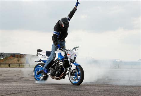 Motorrad Stunt Bilder by Bmw S New Stunt Rider In Action At Goodwood This Weekend Mcn