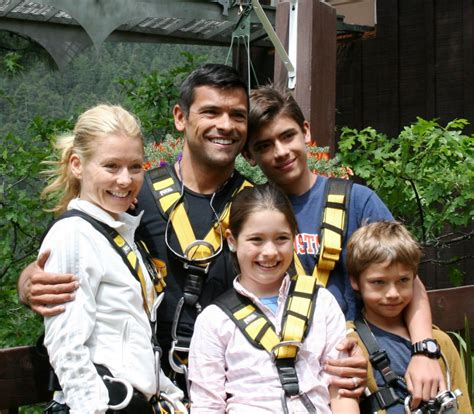 kelly ripa children 2014 kelly ripa and mark consuelos visit soaring
