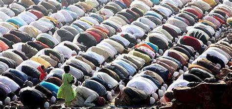 imagenes de musulmanes orando los musulmanes en espa 241 a superan ya los 1 8 millones