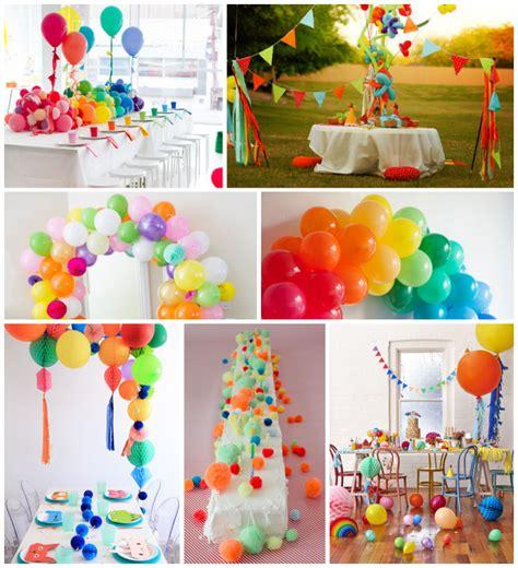 7 ideas con globos y pompones para organizar una